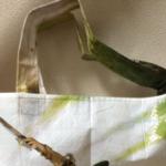 友達から荷物届いて何だろう?って開けたら例のレジャーシートでバッグ作ってくれたwwwwwおなかいたいwwwwww