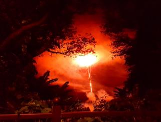 花火を撮ったはずなのに世界の終末が写っていた