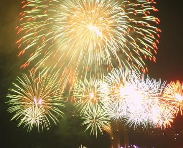 ピントずらしで花火を撮ってきた。