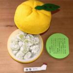 ボンタンアメ好きには京都の老舗和菓子屋『鶴屋吉信』の柚餅を是非食べてみてほしい。
