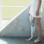 パラリンピックが話題ですがここで俺が最高にクールだと思う、元日産のカーデザイナーで現東大教授の山中俊二さんが過去にデザインした義足をご覧ください。マジ攻殻機動隊。