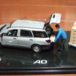 謎に包まれた京商製、社畜と車に対して多すぎるダンボールと台車がセットになった伝説のADバン1/43ミニカー