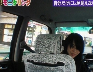 店の前にタクシー止まる→女の人入店、トイレに入る→なかなか出てこない、タクシーの運転手が様子を見に行く→