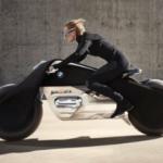 【イカす】絶対倒れずノーヘルでOK!BMWの未来のコンセプトバイクが画期的