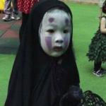 ホーチミンにある幼稚園のハロウィンパーティで圧倒的存在感を放つカオナシ