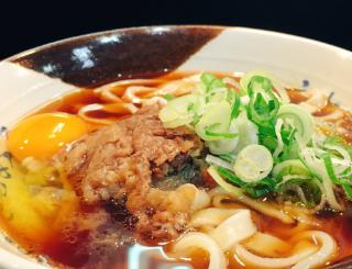 Twitterで圧倒的にお勧めされた「名古屋駅新幹線ホームのきしめん」を食べてきたのだけど、そんなに地元民が口を揃えて言うってどんなかと思ったら物凄くおいしかった…。