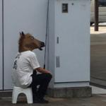 三島駅に頭おかしい(二つの意味で) やついた。 お金で誰か釣ろうとしてやがる。