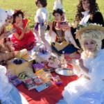 ブルボン会、それはブルボン王朝にちなんだコスプレをしながらブルボンのお菓子を食べまくるカオスピクニック!第3回はお天気にも恵まれて最高でした!!