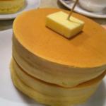 僕はね、子供の頃、とにかく分厚いホットケーキが食べたかったんです。憧れだったんですよ。そして錦糸町の喫茶店「ニット」はそんな夢が叶うお店です。なにこれすげぇ。