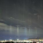 函館夜景 待望の漁火光柱がやって来ましたよ! こんなの初めてだ(^^)/
