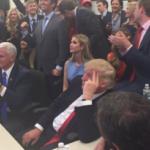 周りみんなトランプ当選で喜んでるのに本人だけ「やべぇよ、ノリで立候補したのに当選したよ…」みたいな顔してるのウケる