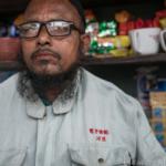 「電子情報科・川浪」と胸に刺繍された制服が、一体どのような経緯をたどってバングラデシュに住むチャイ屋の主人が着ることになったのか。なかなか興味深いです。