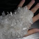 この写真「水晶の手甲」として紹介させて頂きましたが知り合いに見せたら「石に侵食されてるみたい」って言われました。