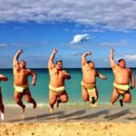 不揃いなジャンプの写真にも、それぞれの肉体が躍動している感じが出ていてなかなか良い(^^)#沖縄