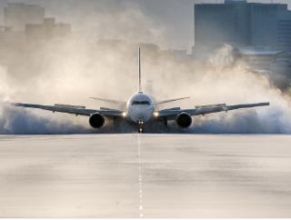 今朝はとにかく感動しました 伊丹空港でこんなのが撮れるなんて