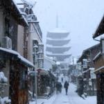 おはようございます。 京都東山は雪! いい感じで積もってます。