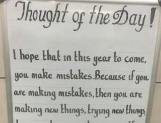 ロンドン交通局、地下鉄サービス案内掲示板が好きだ。 「新たな年に君がいっぱい失敗する事応援してる。