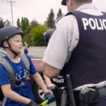 多分反応は薄いと思うけどカナダの警察官は『ポジティブチケット』ってのが有って、信号守れたり良い事すると貰えて