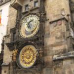 プラハには天文時計という1410年からずっと動いてる最古クラスの時計台があるそうで、デザインが反則的なぐらいカッコいいのでいつか生でみてみたいんですよね