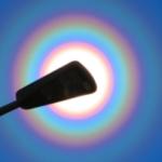 めっちゃ花粉光環!! スギ花粉とか球形に近い花粉によって光が回折して発生する大気光学現象.
