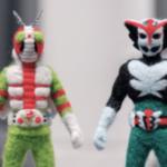 羊毛フェルトで作った仮面ライダーV3と超人バロム・1を並べてみました。