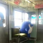 電車乗って圧を感じて振り返ったらなんかいた