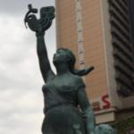 子からtwitterを取り上げる母像を見てきました。