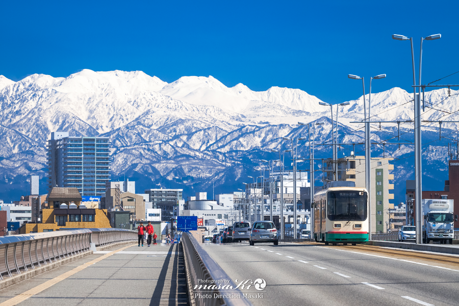 朝から青空が広がった今日の富山。
