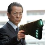 成宮くんを引退に追い込んだフライデーを、ドミネーター片手に襲撃にしに行く右京さん