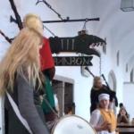 そういや旅行中タリンで古代バルト風衣装に身を包んだおねえちゃんたちのドンチャンに行き当たる僥倖を得たのだが